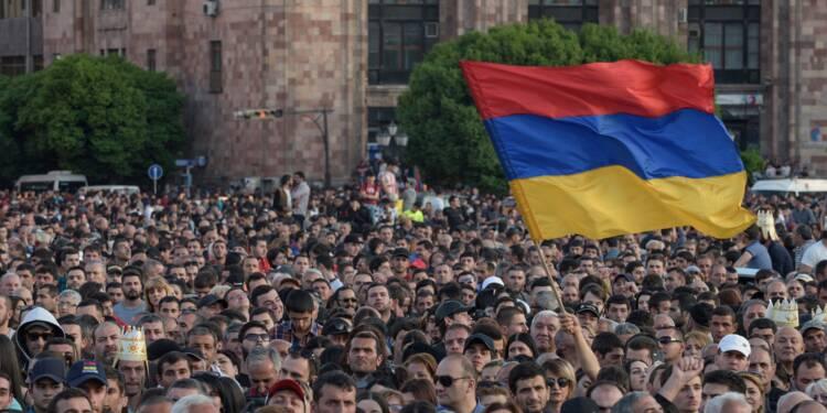 Arménie: la contestation se poursuit, Moscou commence à s'imposer comme médiateur