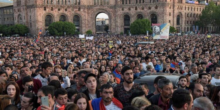 """Arménie : les autorités refusent de négocier, Pachinian promet des """"victoires"""" à son peuple"""