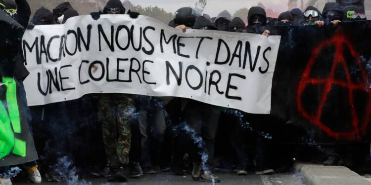 """""""Ca se radicalise"""": 1er Mai musclé à Paris"""