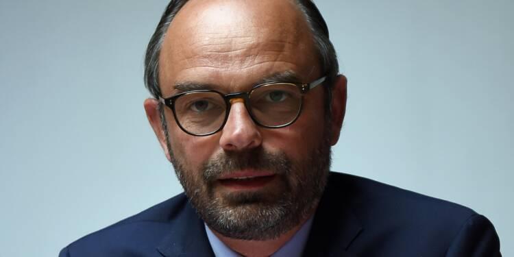 """1er-Mai: Philippe """"n'exclut pas"""" de demander la dissolution """"d'associations"""""""
