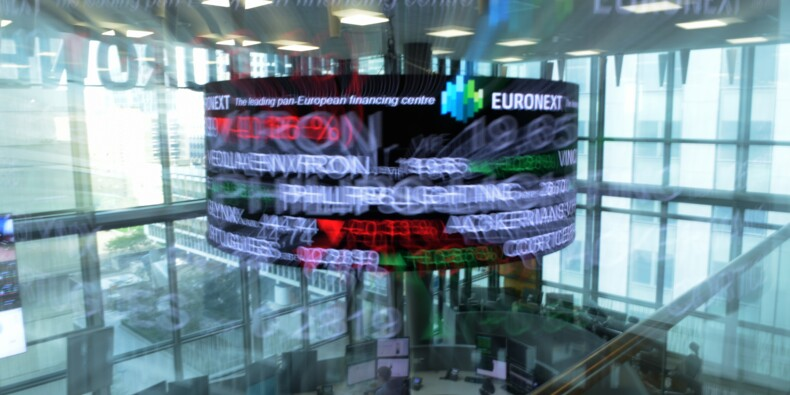La Bourse de Paris s'enfonce dans le rouge, entraînée par les banques