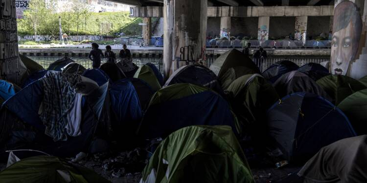 "A Paris, le plus gros campement de migrants ""se dégrade de jour en jour"""
