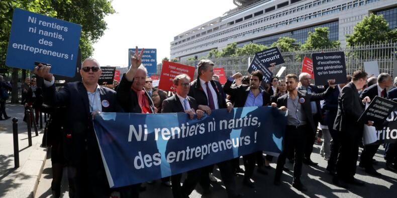 Un millier de commissaires aux comptes défilent à Paris contre la loi Pacte