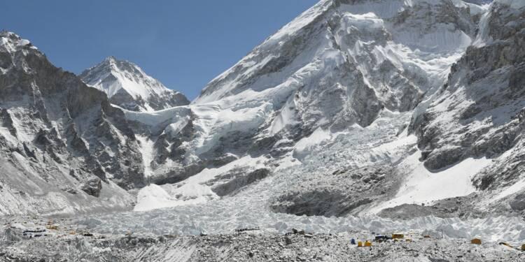 Alpinistes de l'Everest cherchent Sherpas aguerris