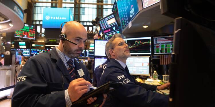 Wall Street, surprise par deux annonces de Donald Trump, termine en baisse