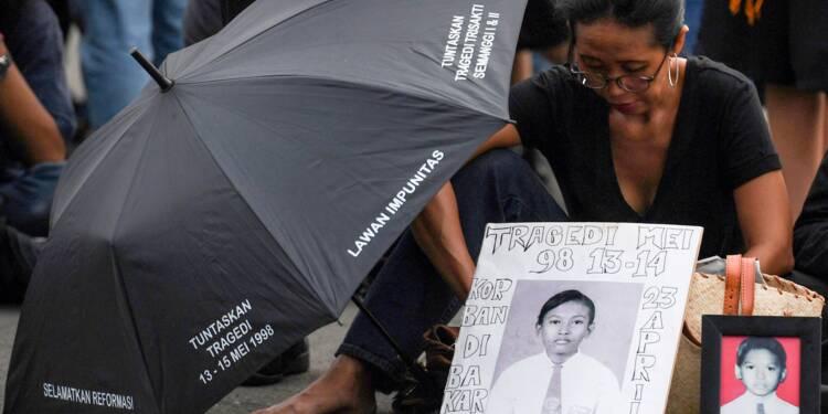 Indonésie: 20 ans après la chute de Suharto, des parents attendent la justice
