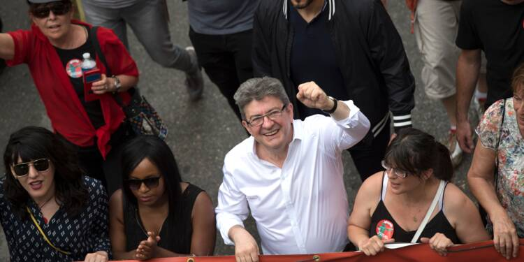 """Anti-Macron dans la rue pour un rassemblement inédit, """"petit coefficient de marée"""" selon Philippe"""