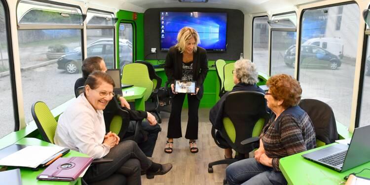 """En Aquitaine, le car ramasse les seniors sur le bord de la """"route numérique"""""""
