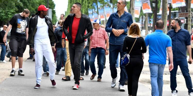 Les plus grands hommes du monde en balade à Paris