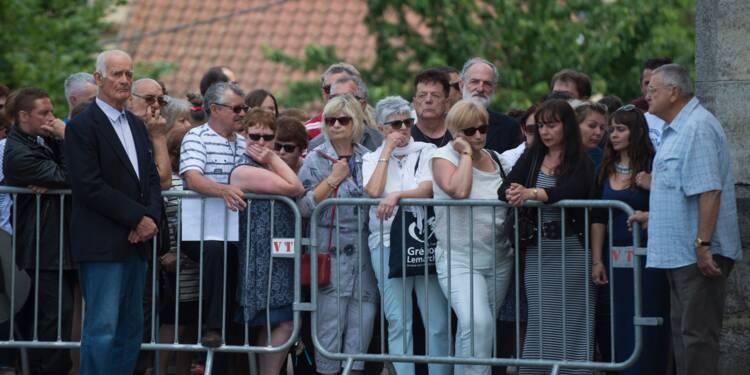 Début des obsèques de Maëlys, dans une vive émotion, en Isère