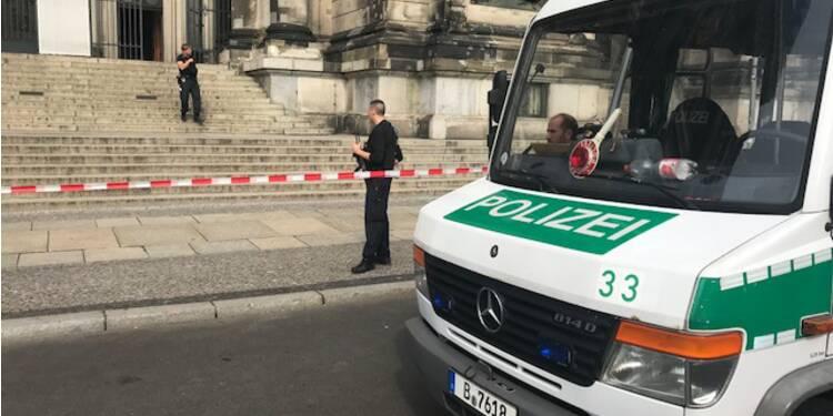 La police blesse un homme à l'intérieur de la cathédrale de Berlin