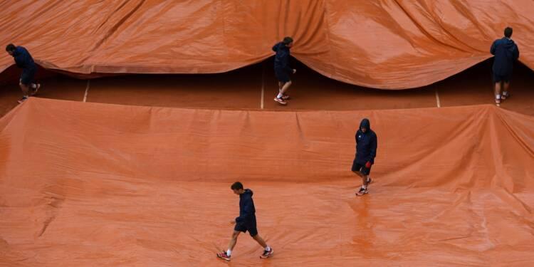 Roland-Garros: les matches interrompus par la pluie, Nadal en difficulté
