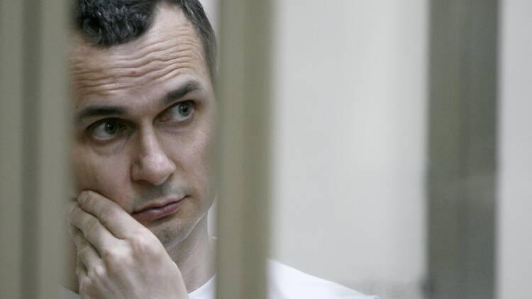 En grève de la faim, le cinéaste Sentsov devient citoyen d'honneur à Paris