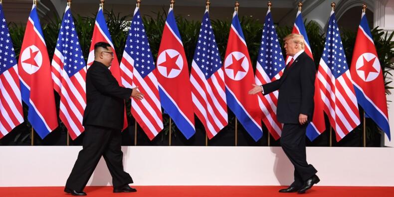 Entre tension et sourires, la poignée de main Kim-Trump