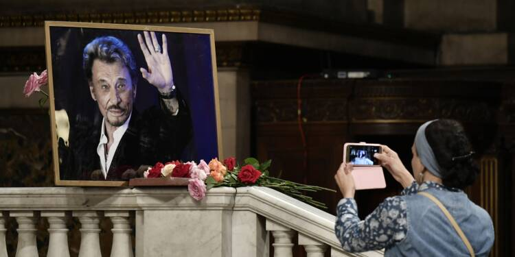 """Les """"75 ans"""" de Johnny Hallyday: les fans s'apprêtent à saluer leur idole"""