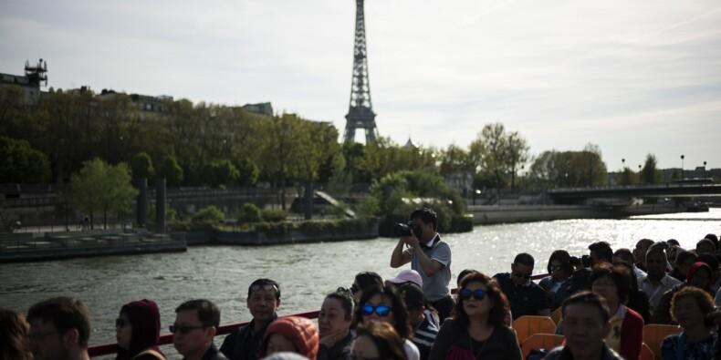 Grève: la tour Eiffel reste fermée, les négociations se poursuivent