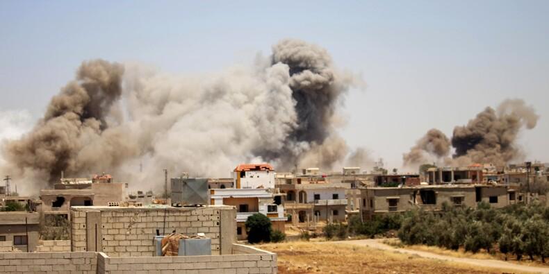 Syrie: des dizaines de familles fuient la ville de Deraa pilonnée par le régime