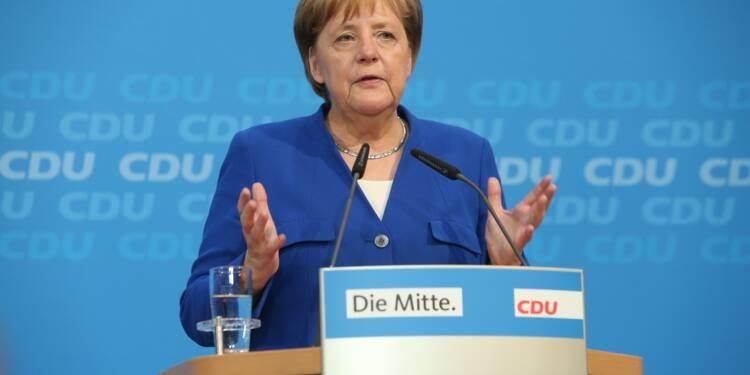 Migrants: Merkel reste fragilisée après avoir sauvé son gouvernement
