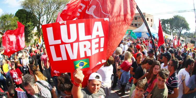 Brésil: Lula reste en prison après l'annulation d'un ordre de libération