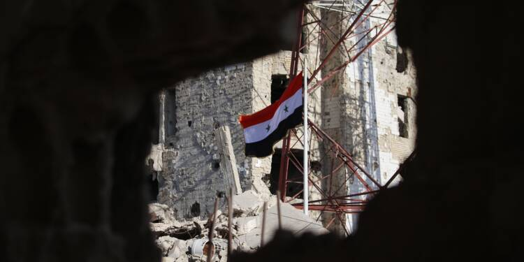 Le régime syrien hisse le drapeau national à Deraa, berceau de la révolte