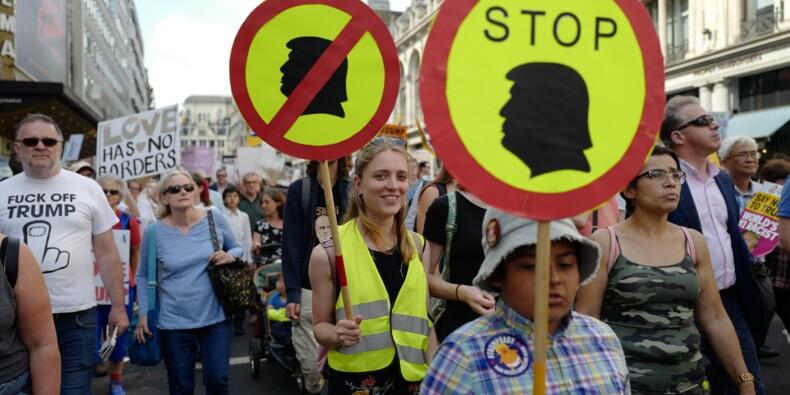 """""""Stop Trump"""": des dizaines de milliers de personnes défilent à Londres"""