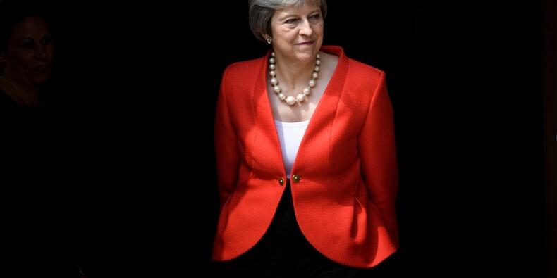 Brexit: Theresa May évite de justesse une lourde défaite devant le Parlement
