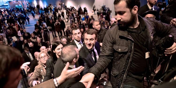 Collaborateur violent de Macron: l'Elysée tente de stopper la bronca
