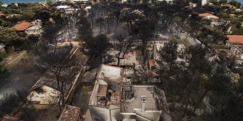 Incendies en Grèce: le bilan s'alourdit, la prise en charge des sinistrés s'organise