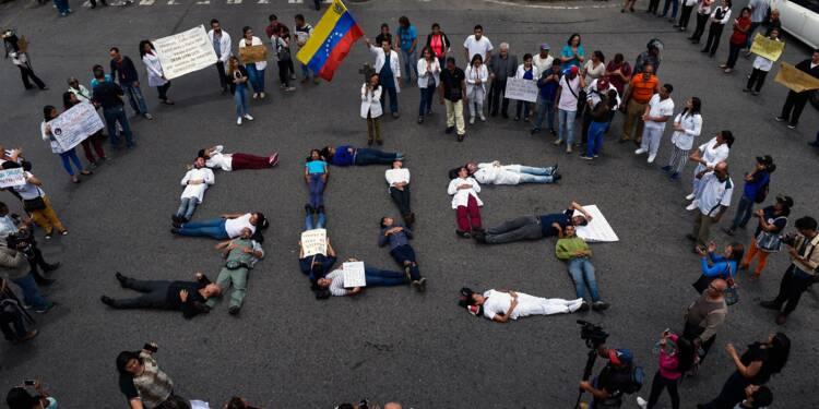 Exsangue, le Venezuela assouplit les opérations de change