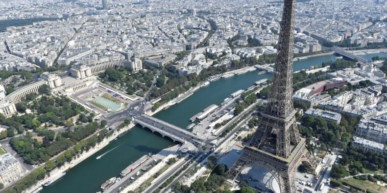 La tour Eiffel toujours fermée, les touristes dépités