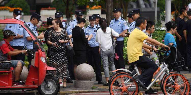 Chine: des forces armées empêchent une manifestation contre les prêts en ligne