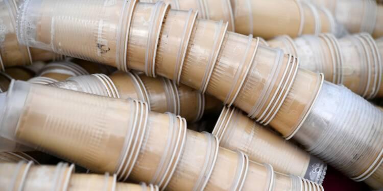 """Plastique: le gouvernement lancera en 2019 un  """"bonus-malus"""""""