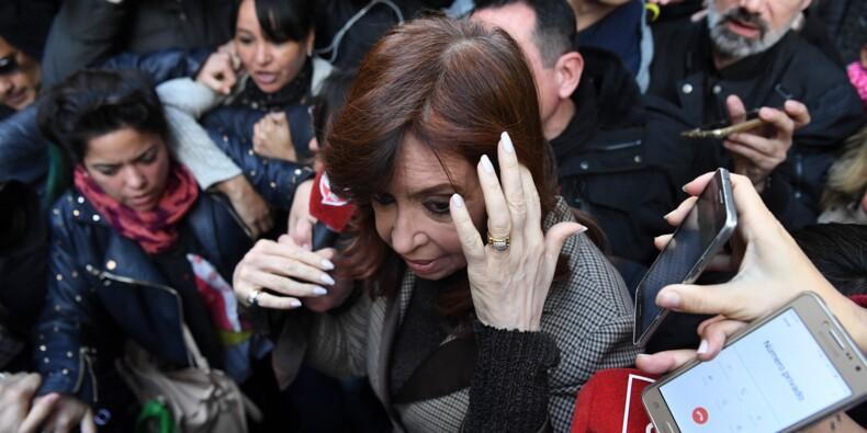 """Scandale de corruption en Argentine: Kirchner dénonce une """"persécution politique"""""""