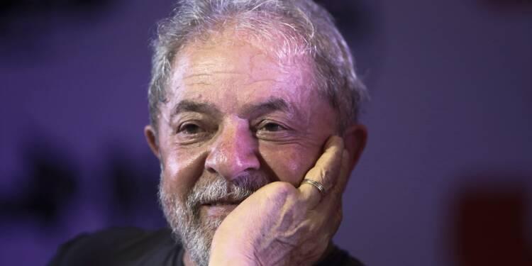 Brésil: Lula, ou l'art de grimper dans les sondages derrière des barreaux