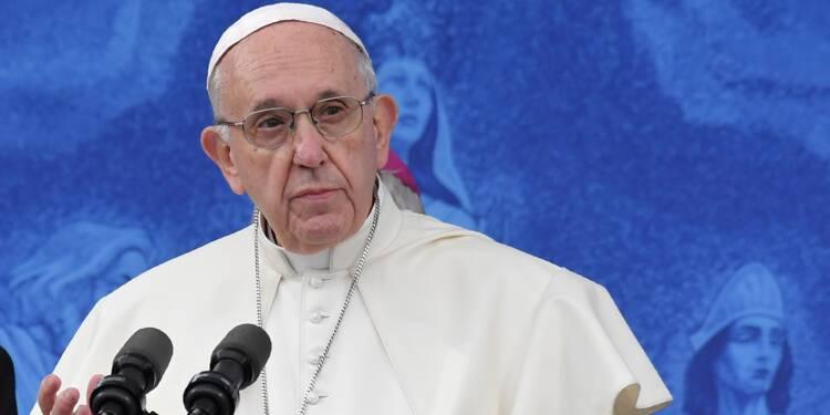 """Le pape François demande """"pardon"""" à Dieu pour les abus en Irlande"""