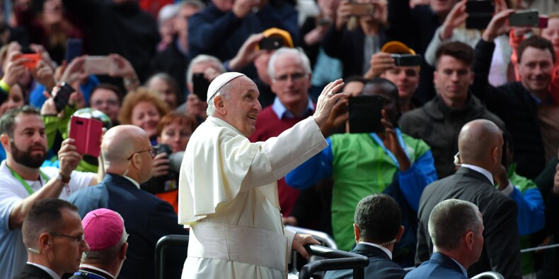 Abus : le pape rencontre des victimes irlandaises, Dublin lui demande d'agir