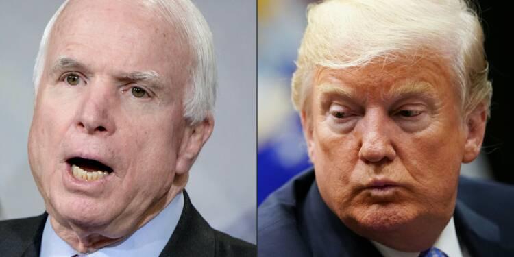 Trump retoque un communiqué faisant l'éloge de John McCain