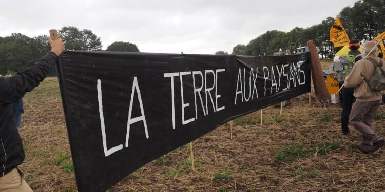 Des paysans français manifestent contre l'accaparement des terres par des investisseurs chinois