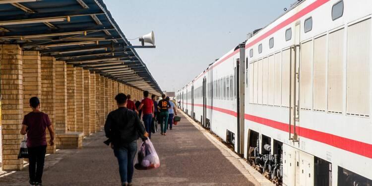 Le train Bagdad-Fallouja trace à nouveau sa route, au milieu des destructions