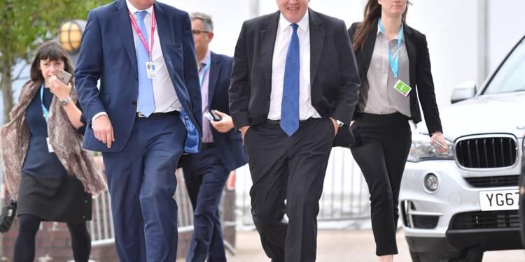 Boris Johnson à l'assaut du plan de Theresa May sur le Brexit