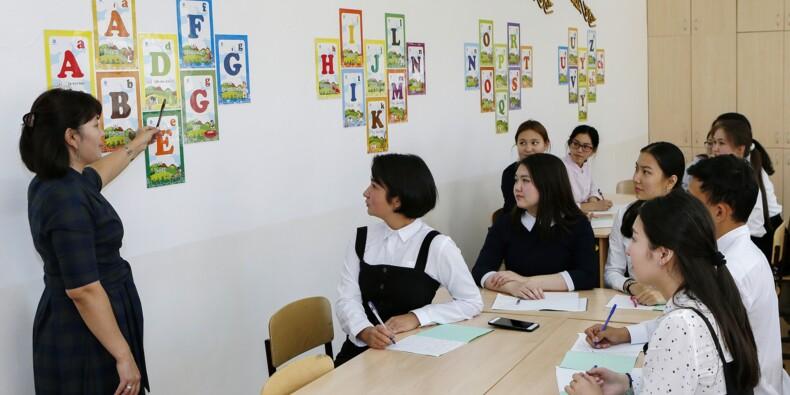 Du cyrillique le Kazakhstan fait table rase