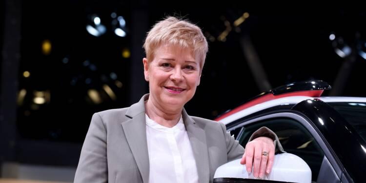 Au Mondial de Paris, l'industrie automobile fait les yeux doux aux femmes