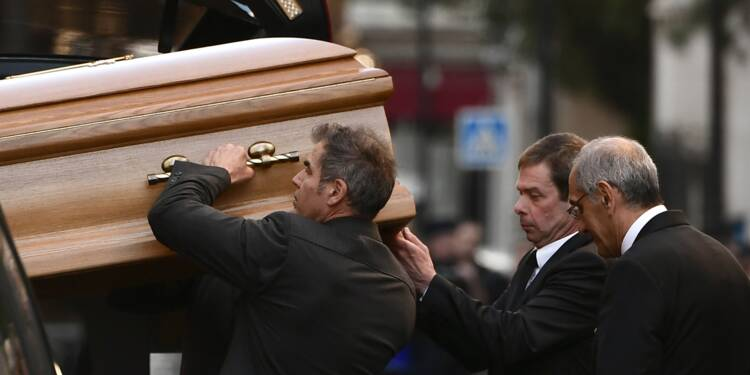 Aznavour inhumé après un dernier hommage à la cathédrale arménienne de Paris