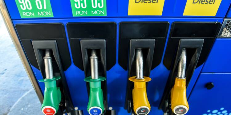 Hausse du carburant: la colère gronde chez les automobilistes, les blocages s'organisent