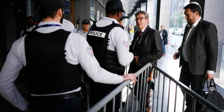 """Entendu cinq heures par la police, Mélenchon dénonce une """"manoeuvre"""" de Macron"""