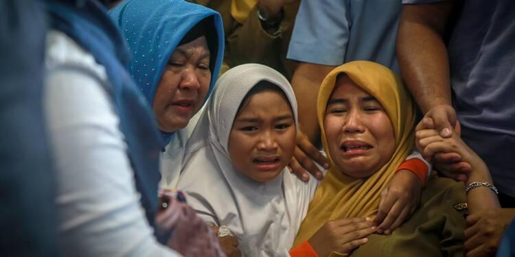 Indonésie: pratiquement plus d'espoir pour les 189 disparus à bord d'un Boeing abîmé en mer