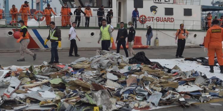 Accident d'avion en Indonésie: l'une des boîtes noires a été récupérée