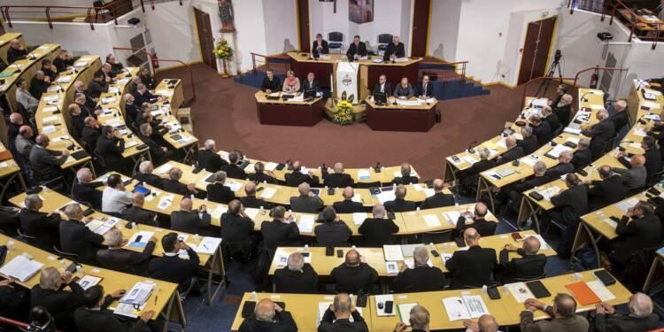 """A Lourdes, des victimes de pédophilie réclament des """"actes"""" après une rencontre """"historique"""" avec les évêques"""