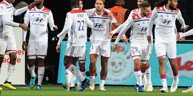 Ligue 1: Depay sublime Lyon qui gagne à Guingamp