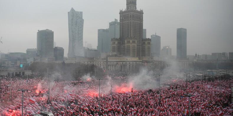 Marée de drapeaux à Varsovie pour les 100 ans de l'indépendance